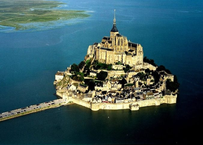 look-amazing-mont-st-michel-france-europe